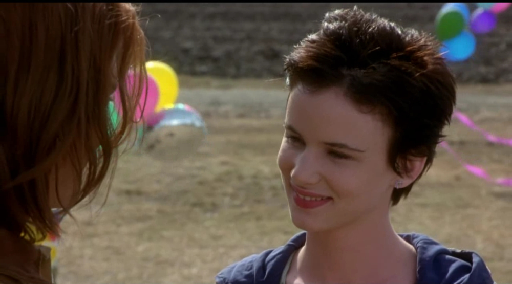 still of Juliette Lewis as becky in What's Eating Gilbert Grape Movie