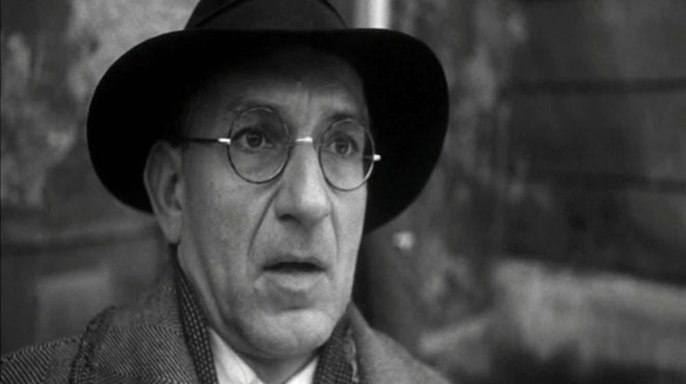 still of ben kingsley as itzhak stern in Schindler's List movie