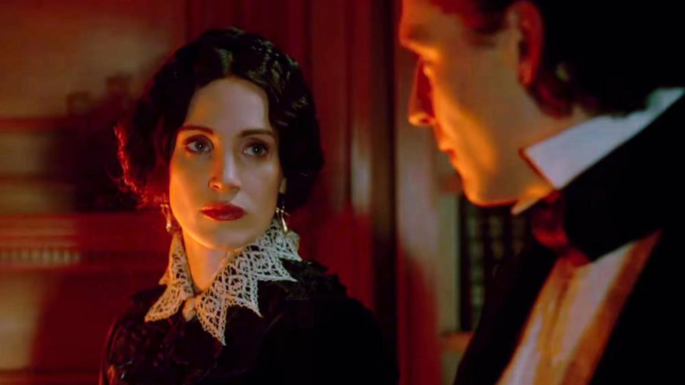 still of jessica chastain as lucille sharpe in crimson peak