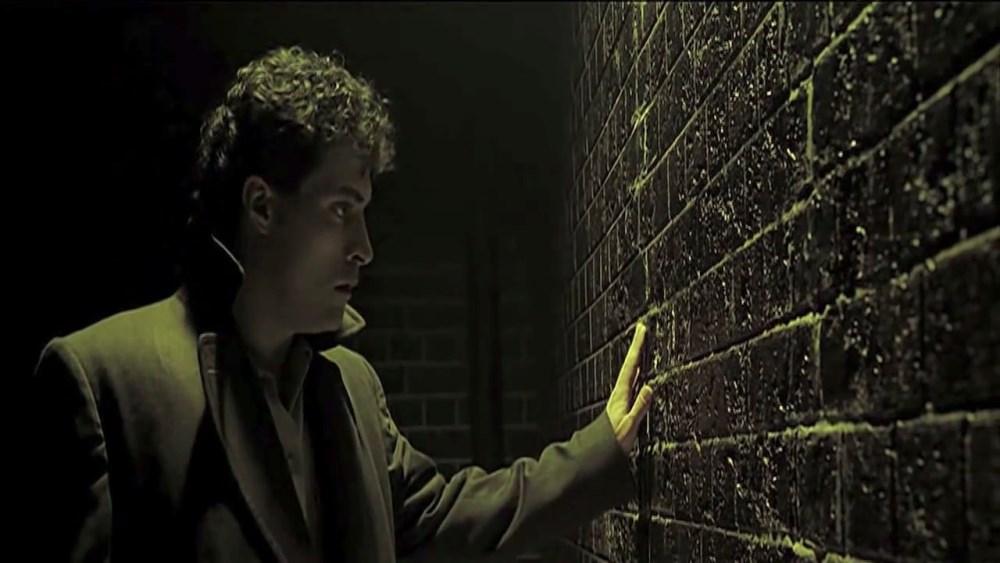 rufus sewell as john murdoch in dark city