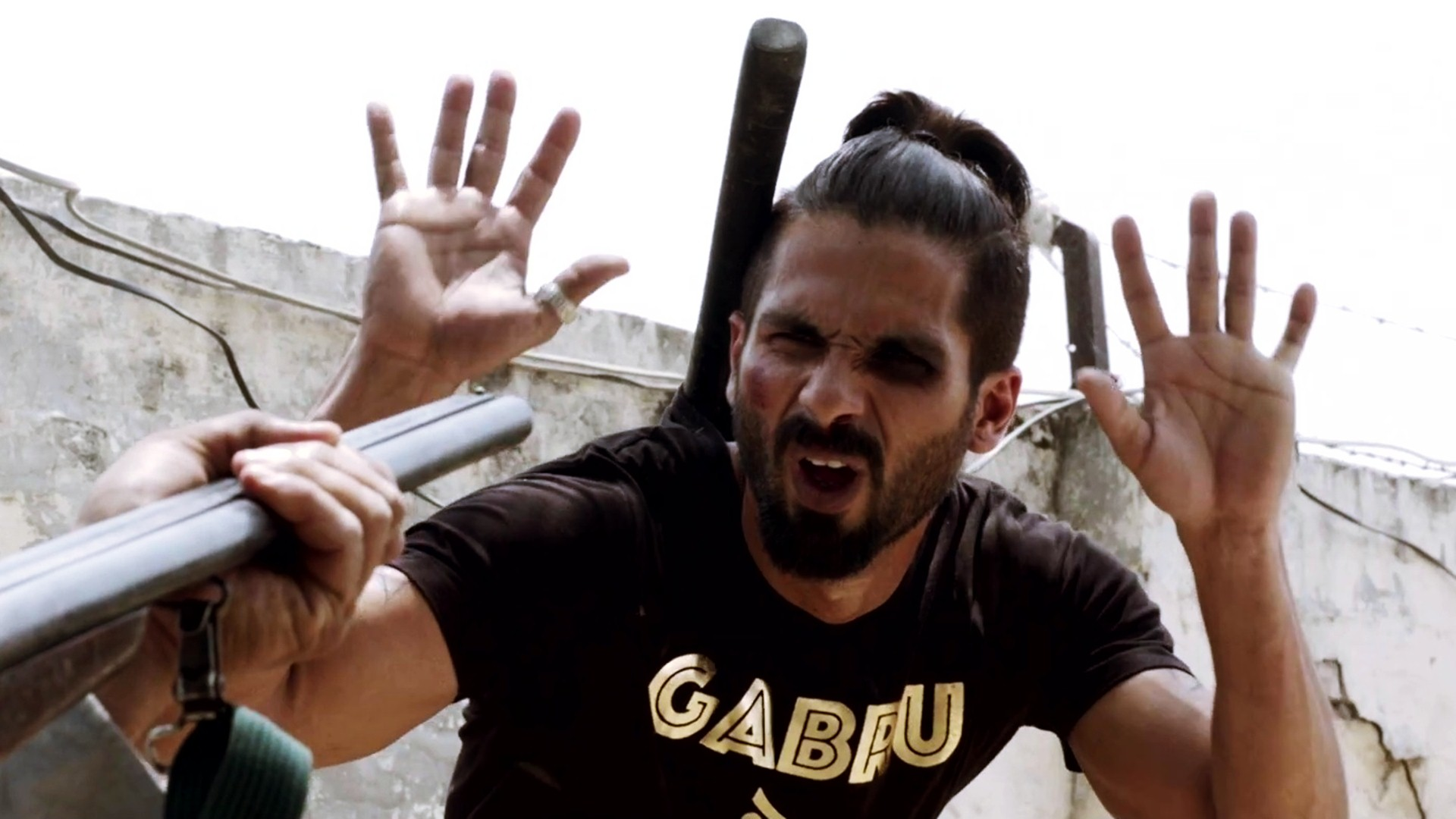 still of shahid kapoor as tommy singh in Udta Punjab movie