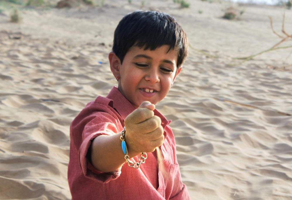 still of krrish chhabria as Chotu in Dhanak Movie Rainbow