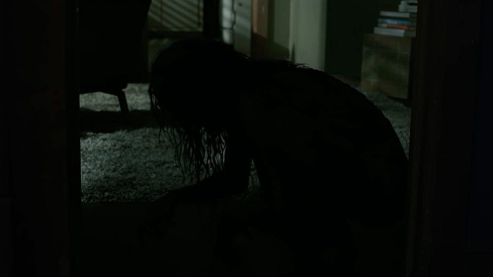 Still of Diana clawing raking and scratching the floor in lights out movie