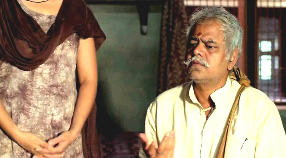 still of Sanjay Mishra as Vidyadhar Pathak in Masaan movie
