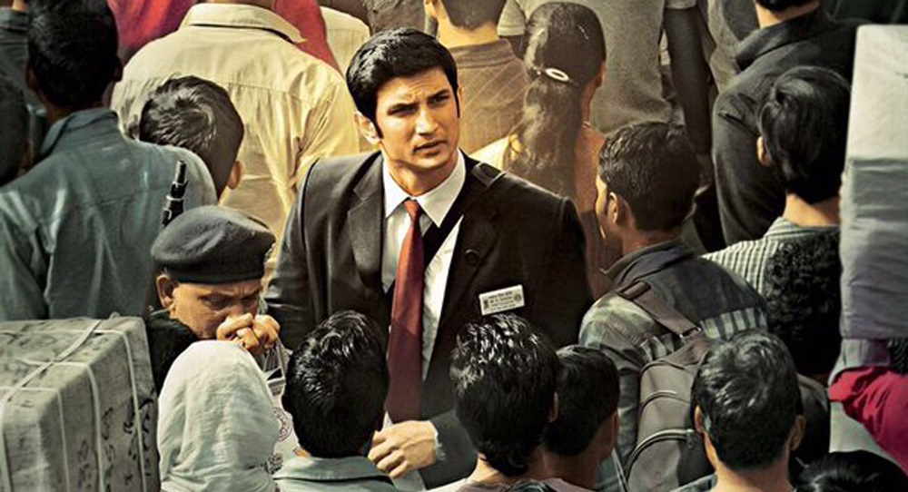 still of sushant singh rajput as ms dhoni in m.s. dhoni movie ticket collector
