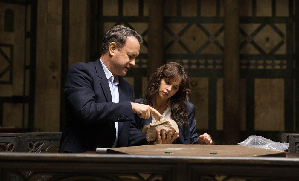 still of Tom Hanks and Felicity Jones in Inferno movie
