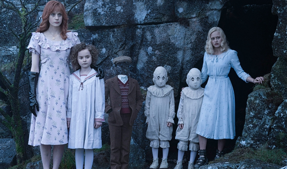 still of the peculiar children from Miss Peregrine's Home for Peculiar Children movie