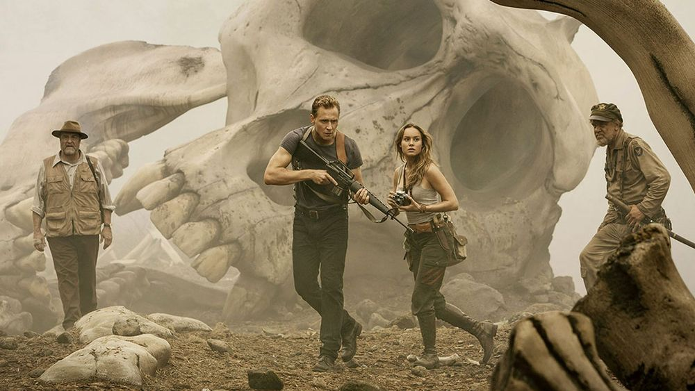 still of tom hiddleston and brie larson in kong skull island movie