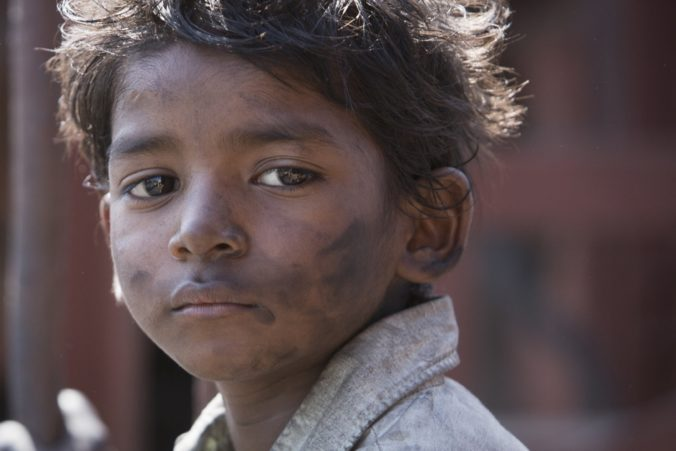 still of Saroo played by Sunny Pawar in Lion movie