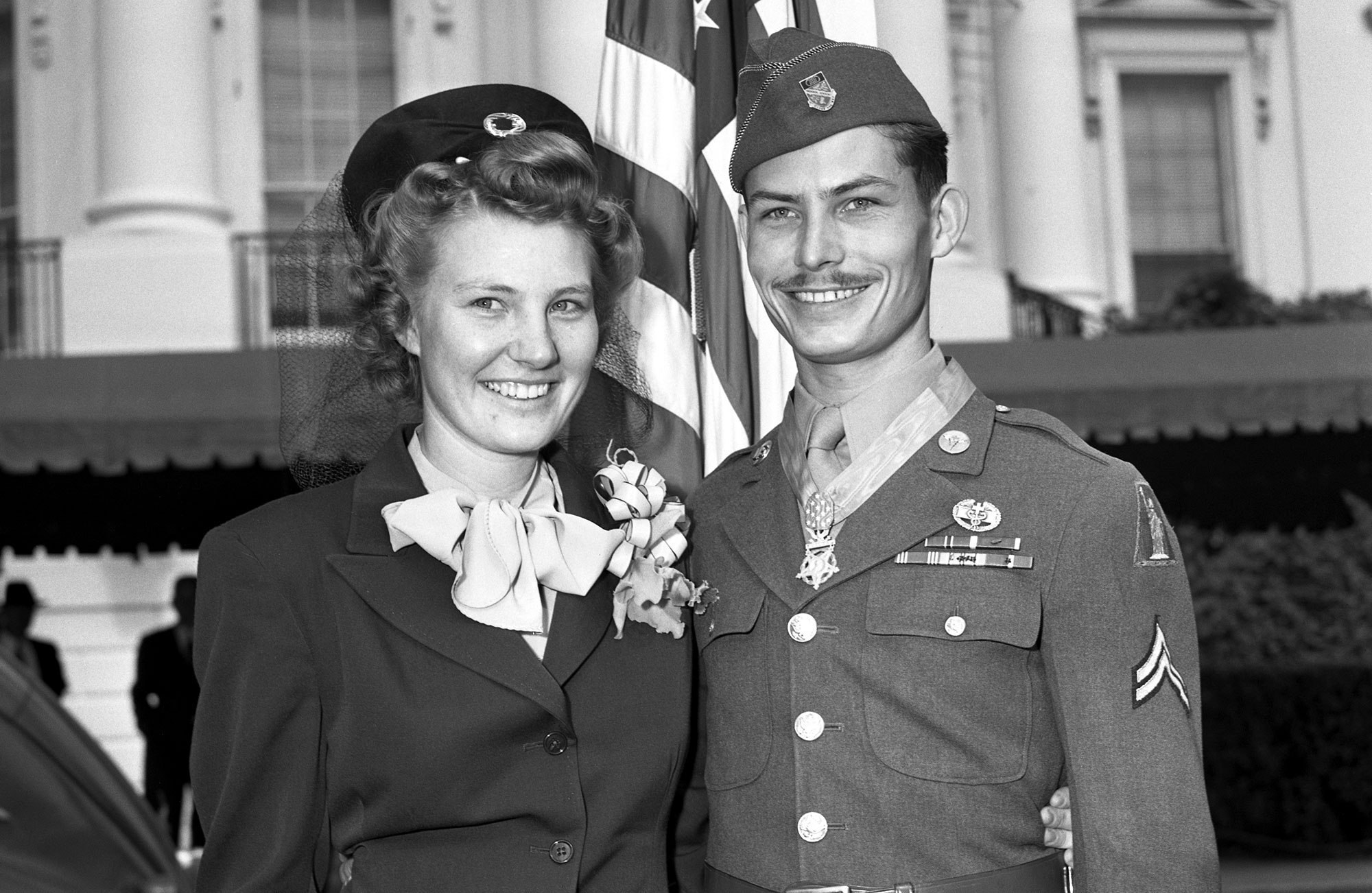 real desmond doss with wife dorothy image
