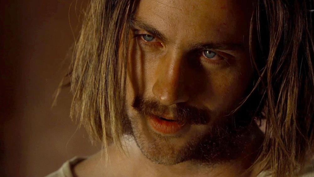 still of Aaron Taylor Johnson as Ray Marcus in Nocturnal Animals