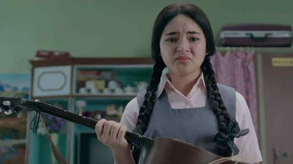 still of Zaira Wasim as Insia in Secret Superstar